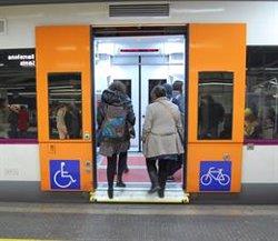 Una desena de viatgers bloqueja un accés de l'estació de Sant Andreu Arenal per protestar (RENFE - Archivo)
