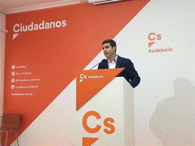 El portavoz del grupo de Cs en el Parlamento andaluz, Sergio Romero, en rueda de