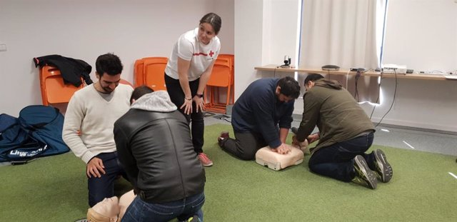 Deliveroo se alía con la Cruz Roja para formar a los 'riders' en primeros auxili