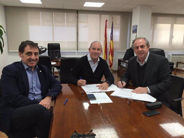 Firma del convenio entre el IbSalut y el Hospital Sant Joan de Déu