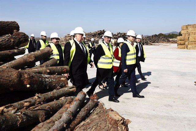 Lambán ha visitado hoy la planta Arapellet de Forestalia, en Erla (Zaragoza)