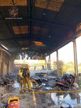 Incendio en una nave industrial abandonada de Son Rullán