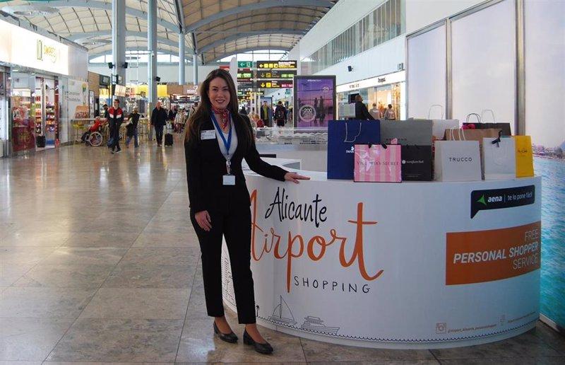 06cceeb9593e El aeropuerto Alicante-Elche estrena servicio de  personal shopper  en  cinco idiomas