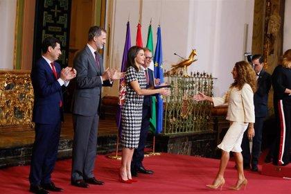 El gesto de Lolita a la Reina Letizia y sus ángeles en las Medallas de Bellas Artes