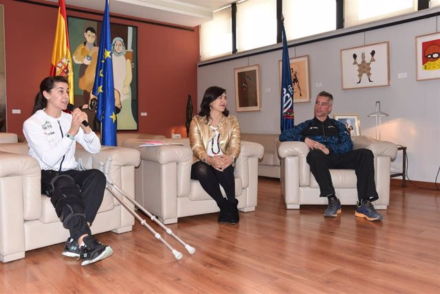 Carolina Marín, María José Rienda y Fernando Rivas