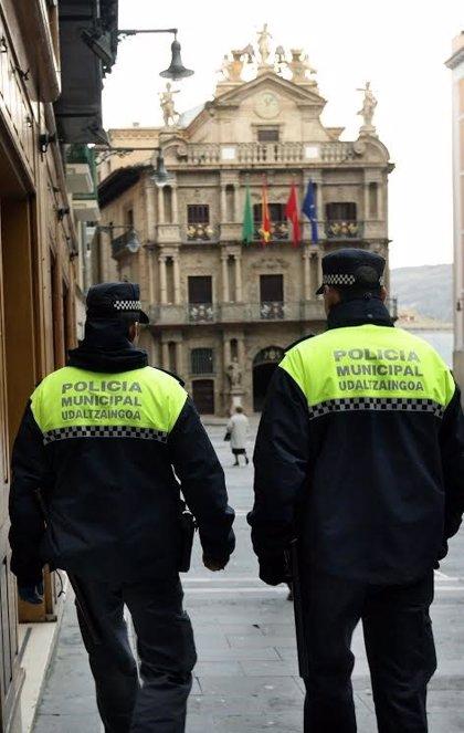 Policías municipales de Pamplona atienden a un hombre de 33 años en parada cardiorrespiratoria