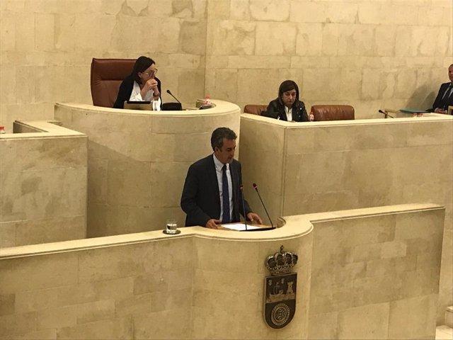 El consejero Francisco Martín responde a interpelación en el Parlamento