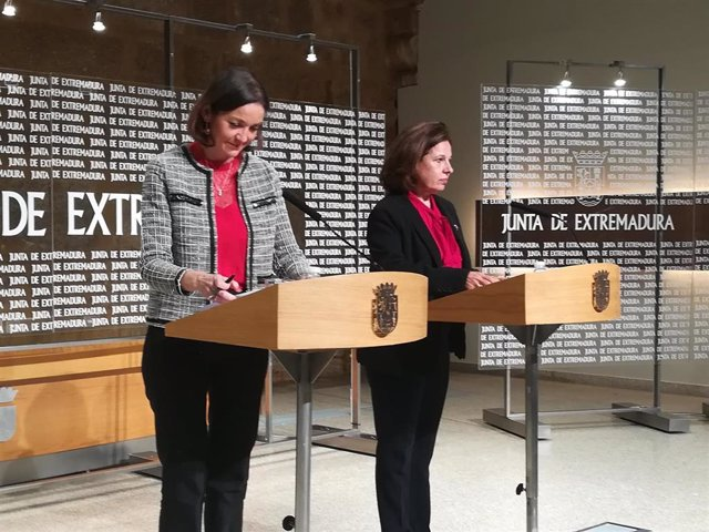 Reyes Maroto y Pilar Blanco-Morales en rueda de prensa en Mérida
