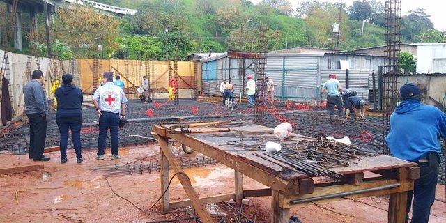 Construcción de albergue para migrantes por ACNUR y CICR
