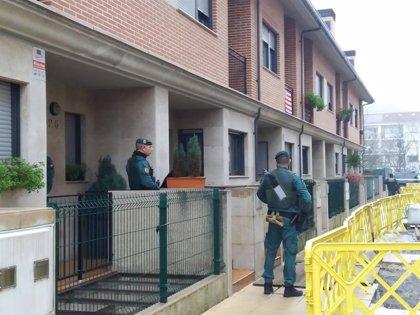 Detienen a cuatro varones residentes en Bizkaia por el asesinato del edil de IU en Llanes Javier Ardines
