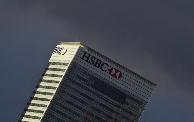Nubes por encima del HSBC.