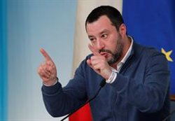 El Moviment 5 Estrelles vota en contra de jutjar Salvini pel bloqueig dels migrants (REUTERS / REMO CASILLI)