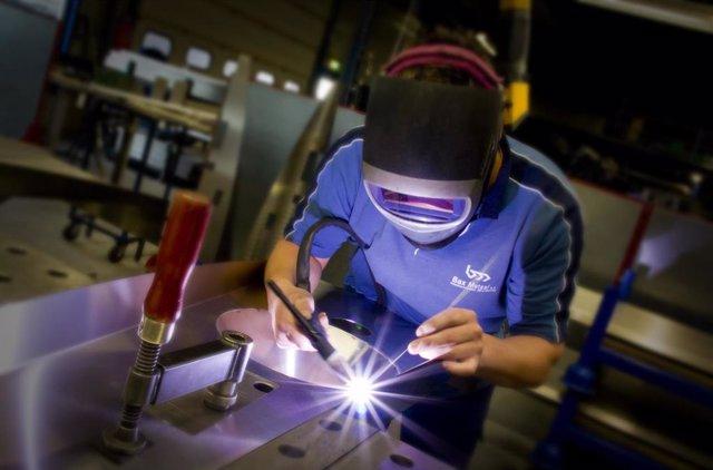 Un Trabajador Del Sector Metalmecánico Valenciano.