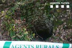 Els Agents Rurals localitzen i abalisen un pou sense protecció a la zona dels Pantans de Llobet, a Vidreres (ACN)