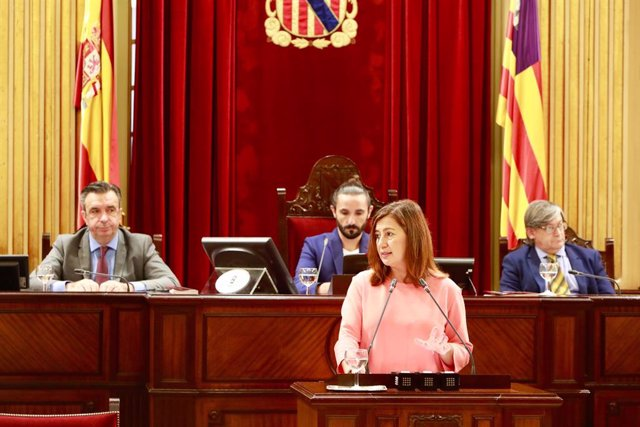 Francina Armengol durant el debat de la comunitat