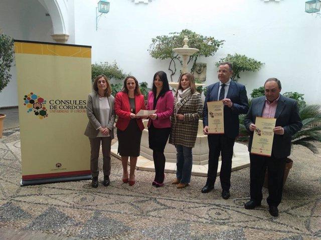 Barbero (segunda por la izda.) en la presentación de 'Cónsules de Córdoba'