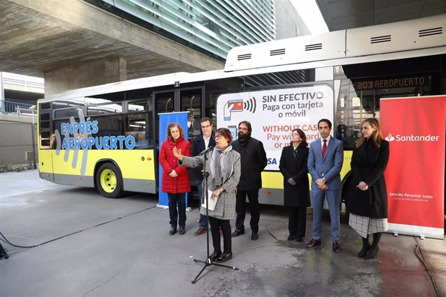 El pago con tarjeta bancaria y móvil, una realidad inmediata en los buses de EMT