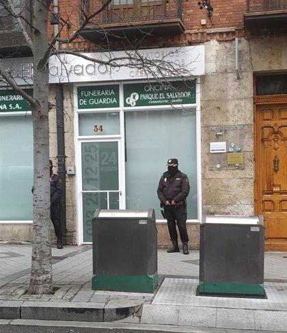 Acusaciones en el fraude de los ataúdes piden la clausura inmediata de los crematorios