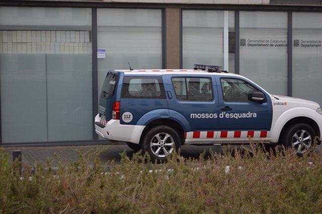 Cotxe dels Mossos d'Esquadra als jutjats de Lleida (Arxiu)