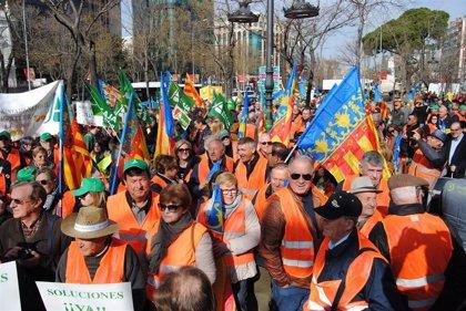"""Citricultores de toda España protestan contra los """"precios de ruina"""" ante la sede de la UE en Madrid"""