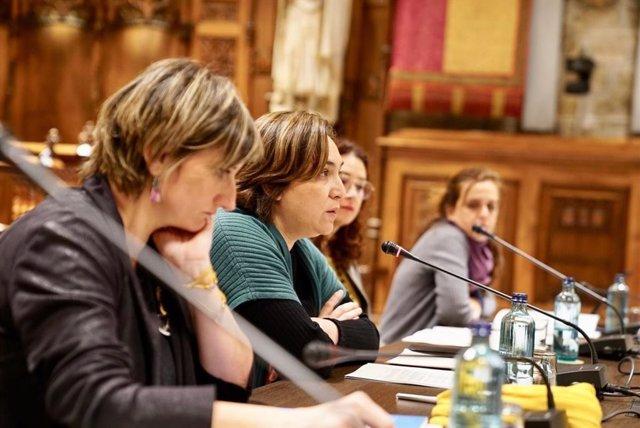 Alba Vergés, Ada Colau, Laura Pérez i Gemma Tarafa en la taula del Circuit Barce