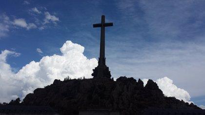 El Gobierno admite que precisa de autorización previa de los benedictinos o del Supremo para exhumar a Franco
