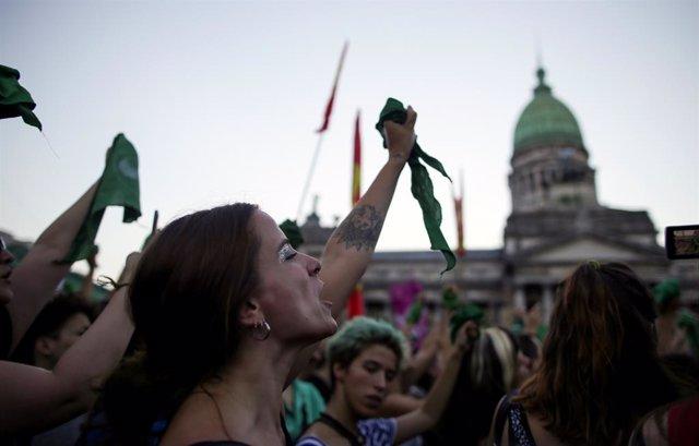 """Las calles de Argentina se tiñen de verde con el """"pañuelazo"""" a favor del aborto"""