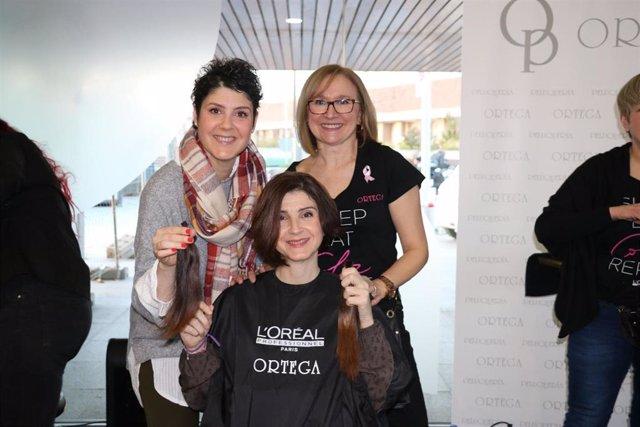 La segunda edición de 'Córtate el pelo' suirupera el centenar de coletas solidar