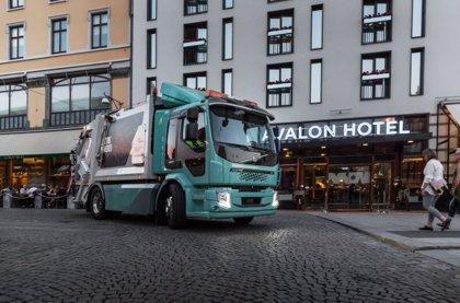 Volvo Trucks entrega sus primeros camiones eléctricos a clientes