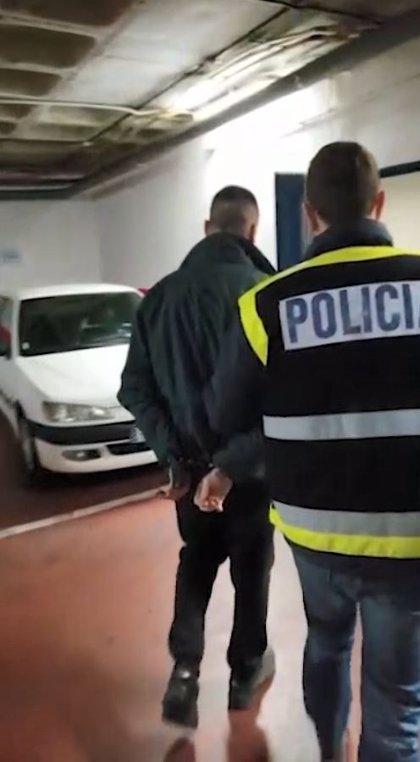 Detenido un empleado de Amazon por estafarles 300.000 euros creando una red que manipulaba envíos