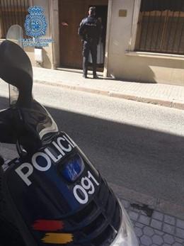 La Policía Nacional impide que un hombre queme un convento de clausura en Sevill