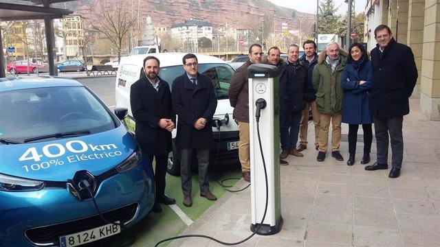 El Gobierno de La Rioja  apoya con 12.000 euros el primer punto de recarga para