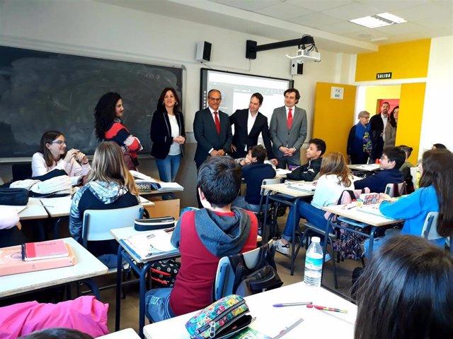 El consejero de Educación de la Comunidad de Madrid, Rafael van Grieken, visita