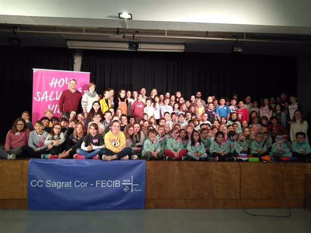Entrega de las acreditaciones 'Padrino Donante' a los 150 alumnos del Sagrado Co
