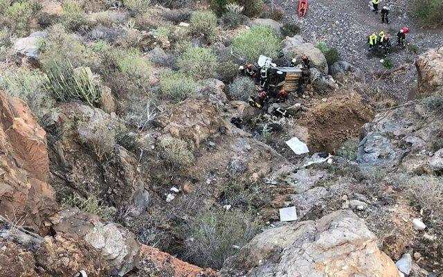 Rescate de un parapentista herido tras caer en un barranco en Adeje (Tenerife)