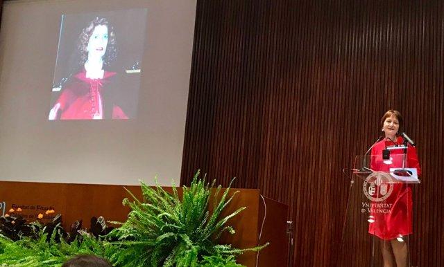 La rectora de la UV, Mavi Mestre, en el homenaje a Carmen Alborch