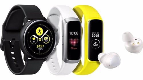 Samsung amplía su catálogo de wearables con un reloj inteligente, una pulsera de