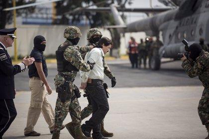 """Los abogados de 'El Chapo' podrían impugnar la condena contra el narco por las """"comunicaciones inapropiadas"""" del jurado"""