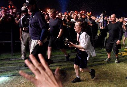 Angus Young apoya a un fan de AC/DC donando 15.000 dólares a la lucha contra el alzheimer