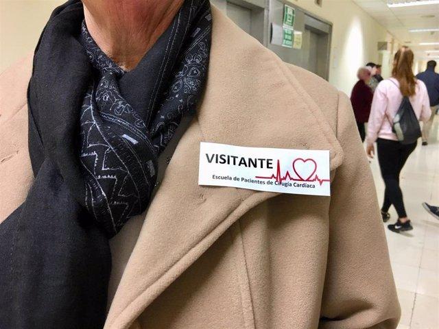 Pacientes de cirugía cardiaca y sus familias visitan el Hospital Clínico antes d