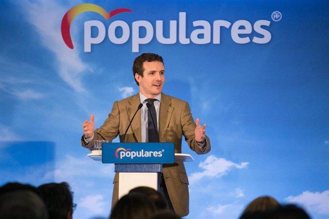 El presidente del Partido Popular, Pablo Casado, clausura un acto con afiliados