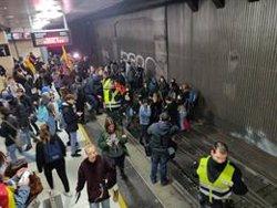 Uns 500 estudiants interrompen la circulació de Rodalies a Plaça Catalunya (EUROPA PRESS)