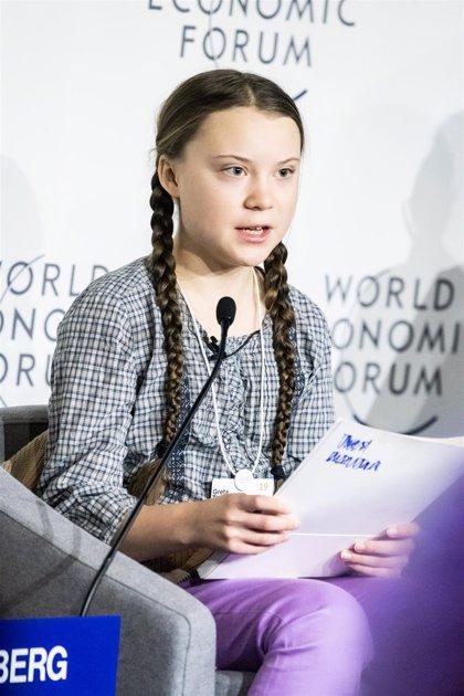 """La adolescente Greta Thunberg avisa a los políticos: serán los """"mayores villanos"""" si no frenan el cambio climático"""