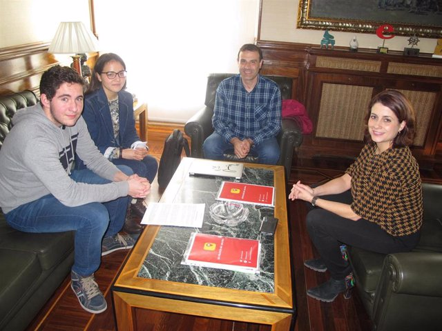 Alumnos de un instituto de Teruel promueven el proyecto #merezcounacalle para al