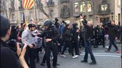 Tensió entre manifestants i mossos al passeig de Gràcia de Barcelona (EUROPA PRESS)