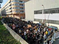 Els mossos carreguen a la manifestació de Lleida quan intentava accedir al carrer dels jutjats (ACN)
