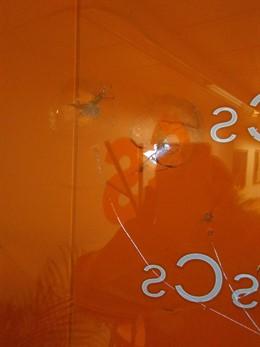 La seu de Cs a Barcelona amb els vidres trencats