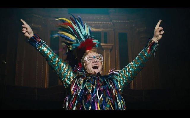 Talon Egerton brilla como Elton John en el nuevo tráiler de Rocketman