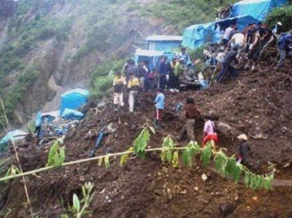 Al menos seis muertos por un deslizamiento de tierras sobre un campamento minero del sureste de Perú