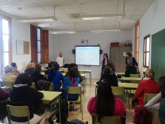 PalmaActiva ofrece orientación laboral y formación a mujeres inmigradas del CEPA